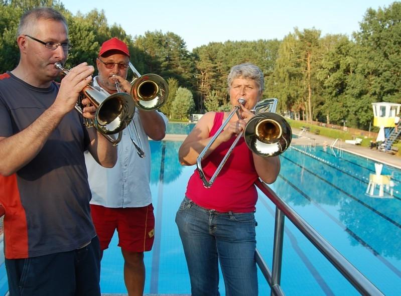 Posaunenmusik erklingt im Waldbad
