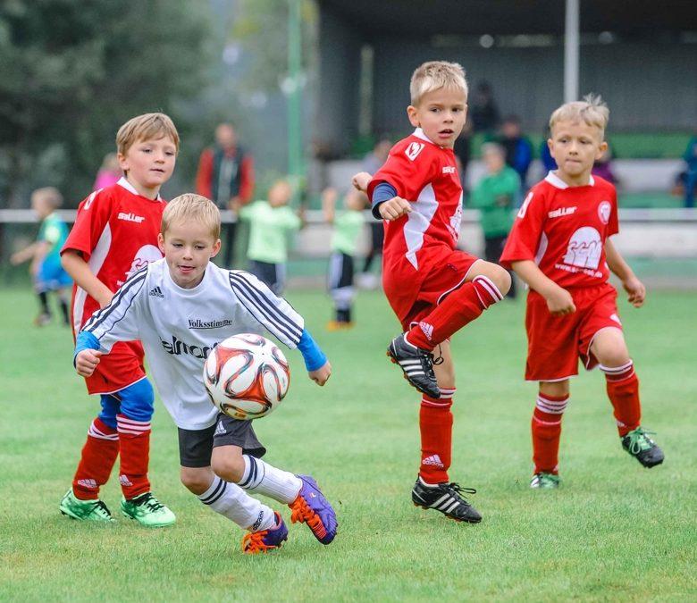 Kinder lernen mehr über Fußball